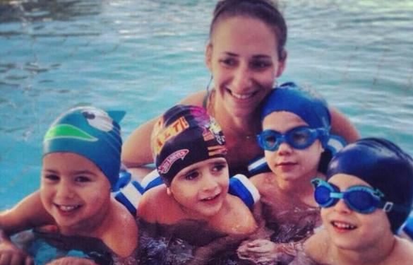 maurelou Aegina swimming
