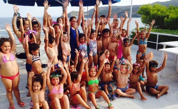 Αγώνες επίδειξης κολύμβησης από το γυμναστήριο Κούρος
