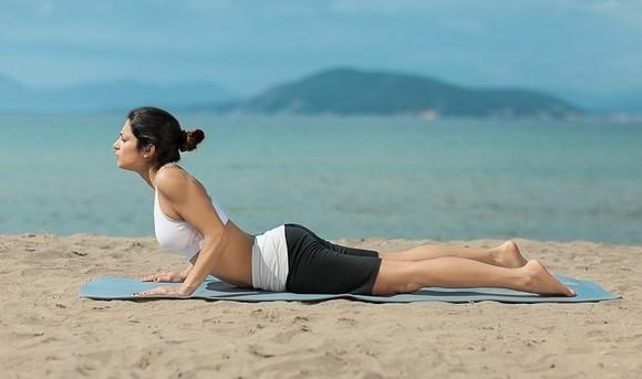 Καλοκαίρι σε παραλίες της Αίγινας με Yoga
