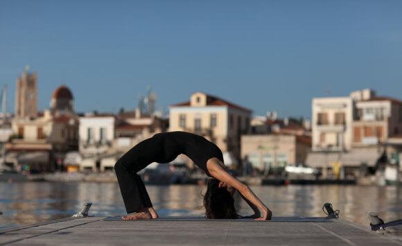 Πόνοι στην Πλάτη; Ανακούφιση με 5 Ασκήσεις Yoga