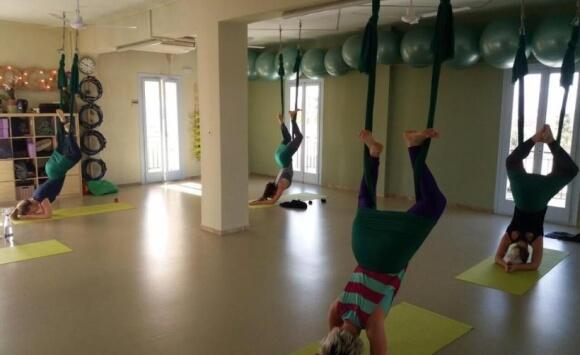 10 Λόγοι για να ξεκινήσετε Aerial Yoga