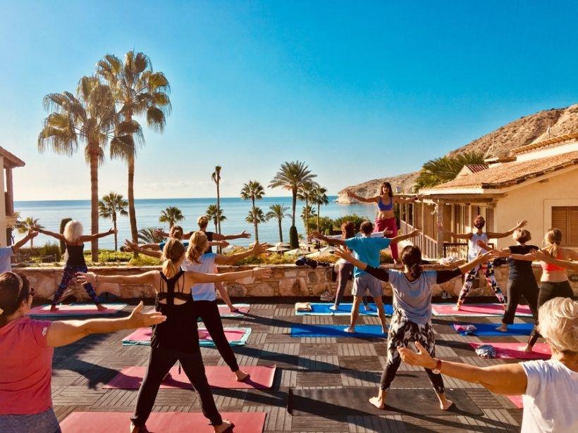 To Columbia beach Resort Φιλοξένησε το Μεγαλύτερο Yoga Retreat στην Κύπρο το 2017