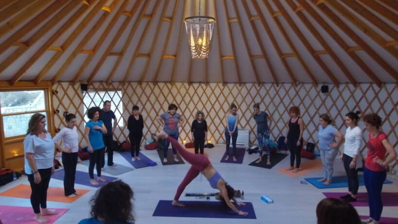 Yoga retreat σε Υurt στην Ελλάδα