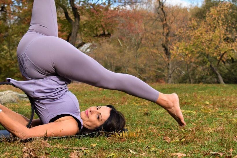 5 Ασκήσεις με τη Yoga Wheel