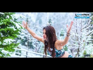 Yoga practice by Fotini Bitrou in Snowy Greece